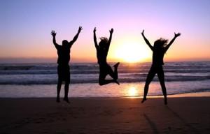 16 3_people_jumping_beach_sunset